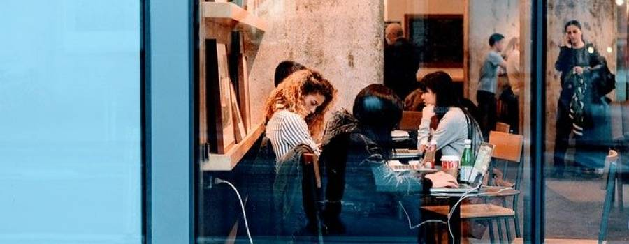 Los jóvenes y las mujeres son los más afectados por el efecto de la pandemia en el mercado laboral
